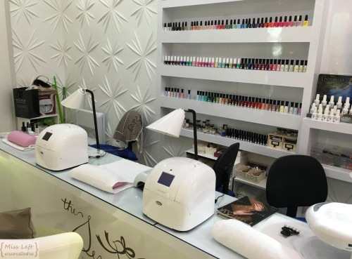 The Sense Nail Bar Miss Left