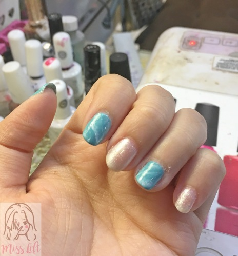 เล็บเทอร์ควอยซ์ ทะเล Make Up Nail นางสาวมือซ้าย